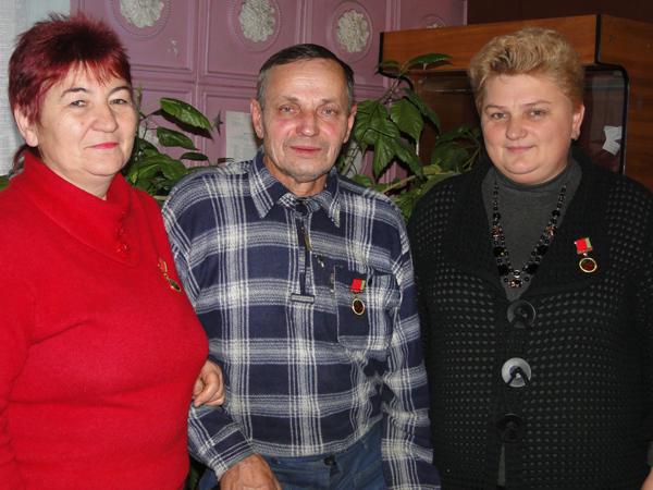 Три работника ЛУК ПБО «Дабрабыт» удостоились нагрудного знака «Выдатнік бытавога абслугоўвання»