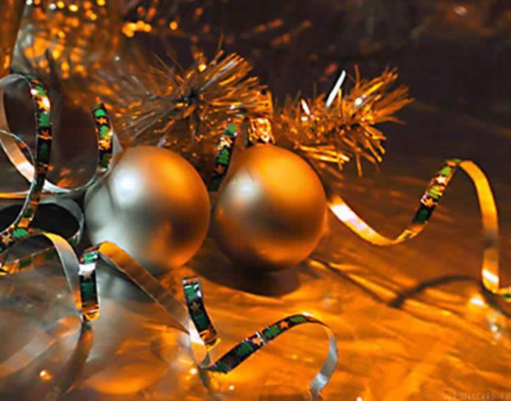 Чем запомнится год уходящий? За что поднимите бокал в новогоднюю ночь?