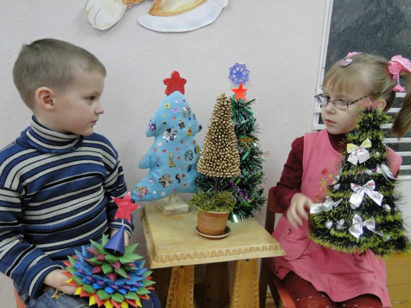 В детском ясли-саду № 4 «Светлячок» г. п. Лиозно подвели итоги конкурса на лучшую ёлочку, изготовленную своими руками