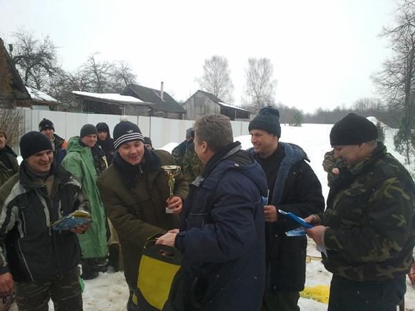 Лиозненские спасатели стали победителями открытого первенства по подлёдной рыбной ловле