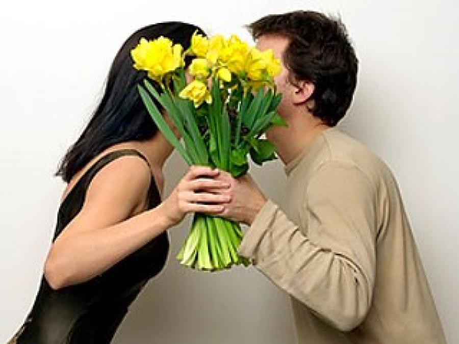 Каких подарков ждут женщины на 8 Марта? А что же подарят мужчины?