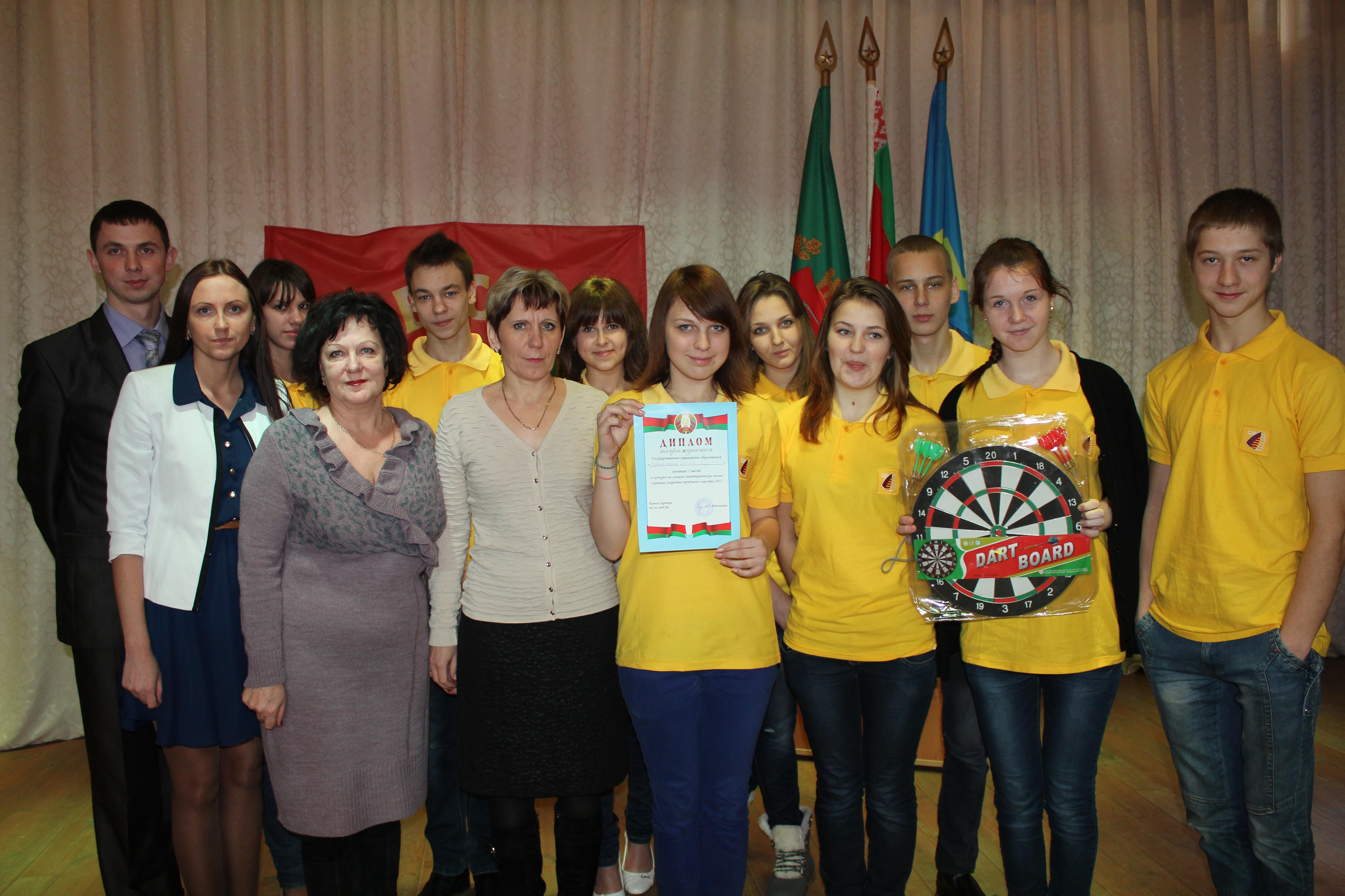 Благодарности лучшим студотрядам вручили на сцене районного Дома культуры