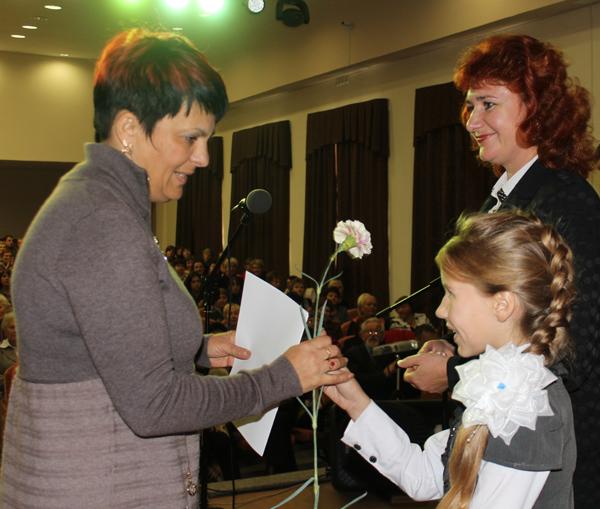 Цветы и грамоты получили педагоги Лиозненщины накануне Дня учителя