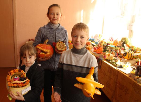 В СШ №1 г. п. Лиозно открылась выставка детских работ из даров природы