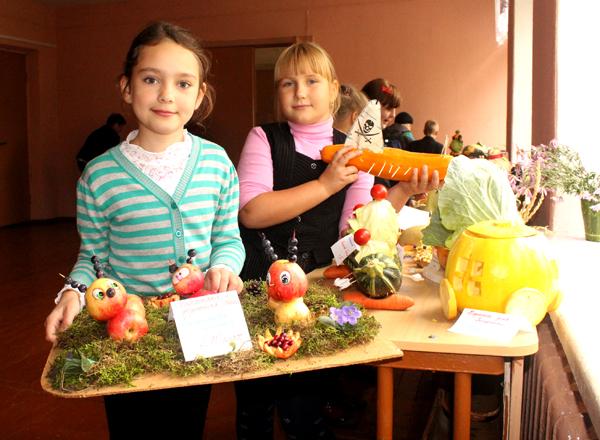 Яркая выставка из даров природы «Осенний серпантин» работала в начале октября в СШ №1 г. п. Лиозно