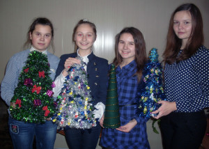 Ёлочки — красавицы руками школьников