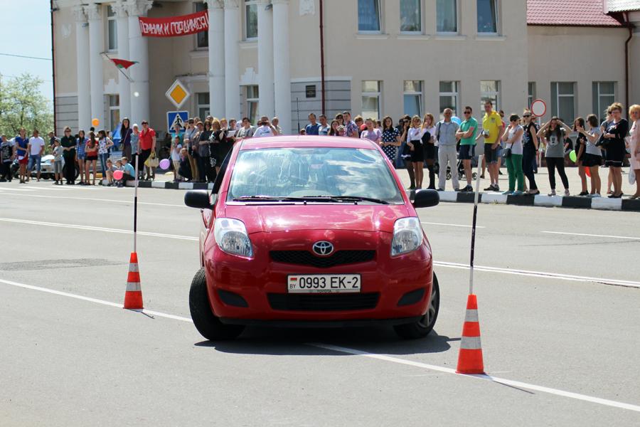 Автолюбители Лиозно состязались в вождении на скорость