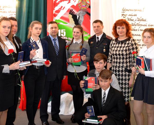 В Лиозно прошла торжественная церемония вручения паспортов в День Конституции Республики Беларусь