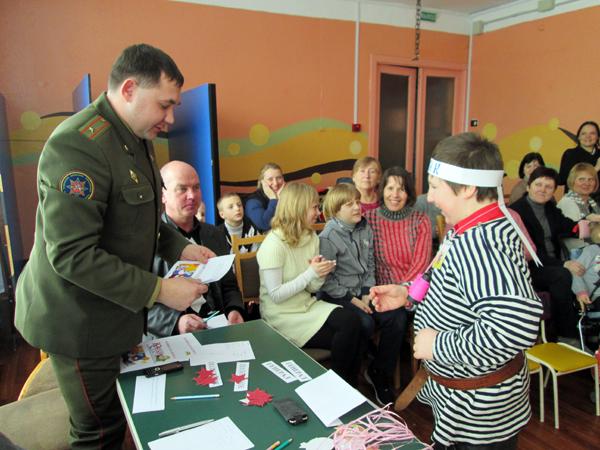 В Лиознеском центре коррекционно-развивающего обучения и реабилитации «Радуга» прошла  веселая спортландия