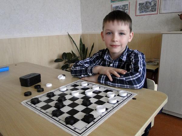 Ученик СШ № 1 г.п. Лиозно Сергей Никонов на личном первенство Беларуси по шашкам