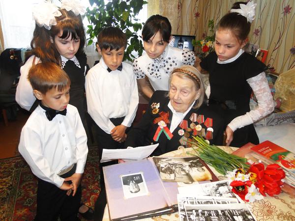 Учащиеся Высочанской ЯСБШ побывали у ветерана Великой Отечественной войны Надежды Антоновой