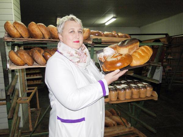 На Доске Почёта пекарь-мастер отдела промышленности Лиозненского райпо Г. М. Маковеева