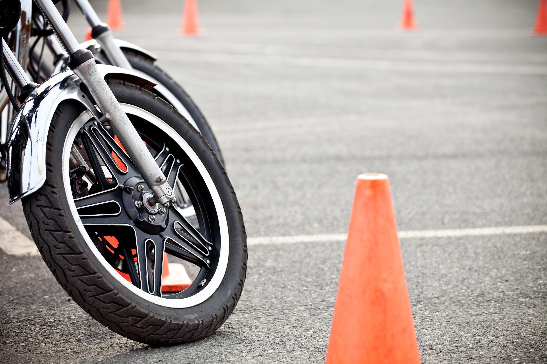 Не держишься  за руль мотоцикла?  Готовься к штрафу!