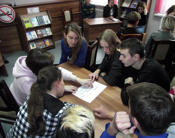 В Лиозненской районной библиотеке прошло заседание подросткового клуба «Ориентир»