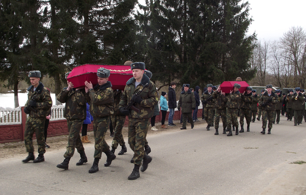 Останки пяти воинов перезахоронены в Лиозненском районе (дополнено)