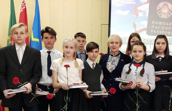 Состоялась торжественнаяцеремония вручения паспортов юным лиозненцам