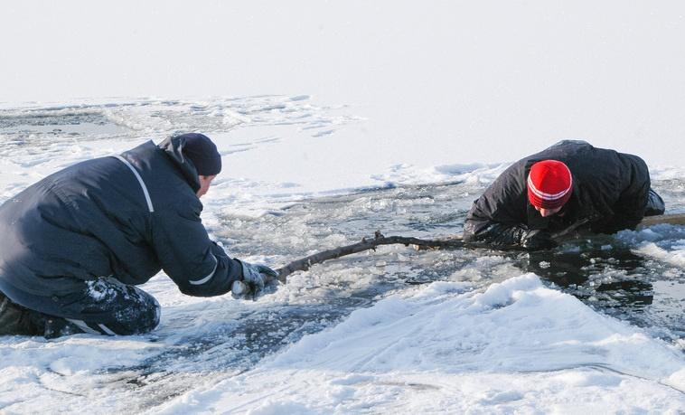 Первый лёд опасен,  а последний вдвойне