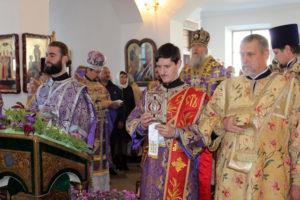 В храме Воздвижения Креста Господня (г.п. Лиозно) состоялась архиерейская Божественная литургия