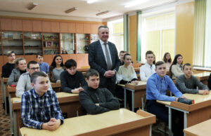 Председатель Лиозненского райисполкома встретился с девятиклассниками СШ №1 горпосёлка