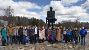 Молодёжный парламент при Лиозненском районном Совете депутатов провёл выездное заседание, посвященное Дню памяти Хатынской трагедии